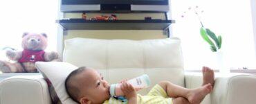 Bebé durante el permiso de lactancia de sus padres
